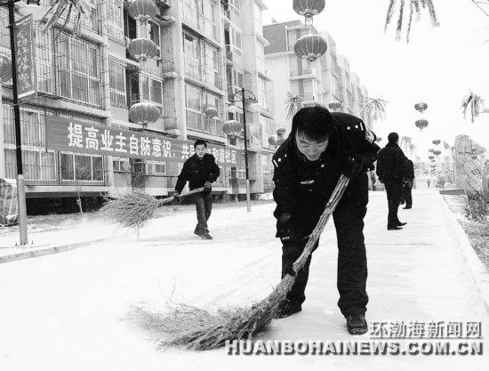 山各界群众上街扫雪 组图图片